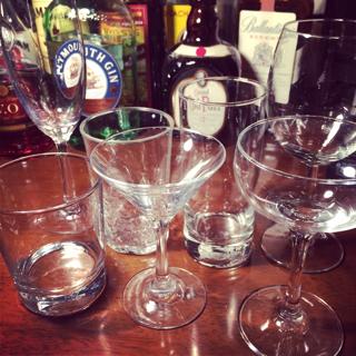 自宅でカクテルを楽しむために用意したいグラス6選