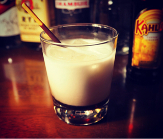 カクテル「ポッキー・カルーア・ミルク」の作り方
