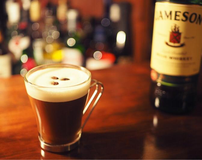 カクテル「アイリッシュ・コーヒー」の作り方